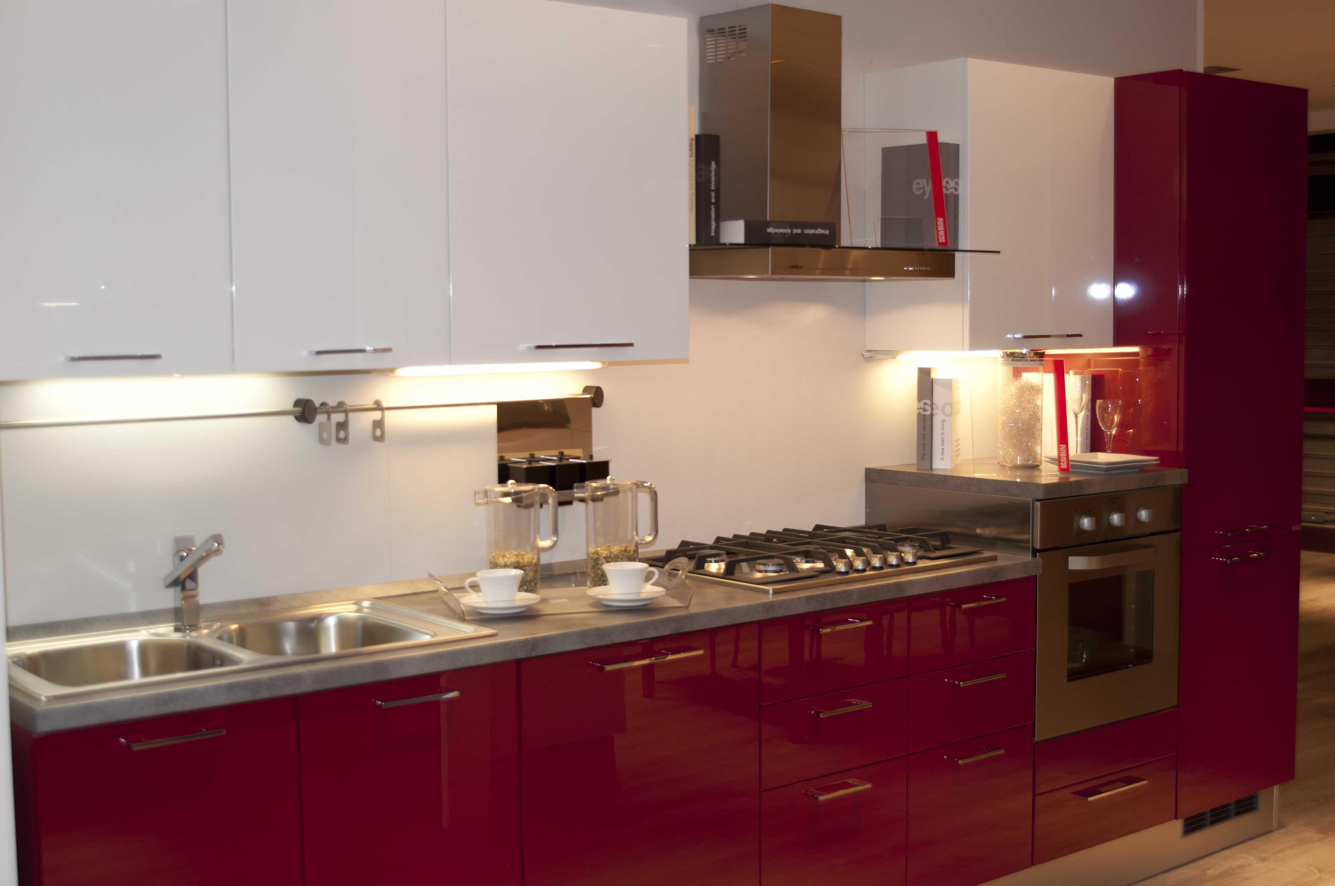 Cucina bianca e rossa Scavolini | Foggia | Home sweet home | Kitchen ...