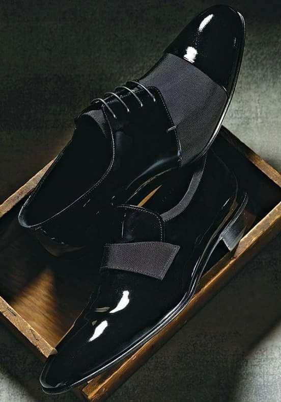 La imagen puede contener: calzado