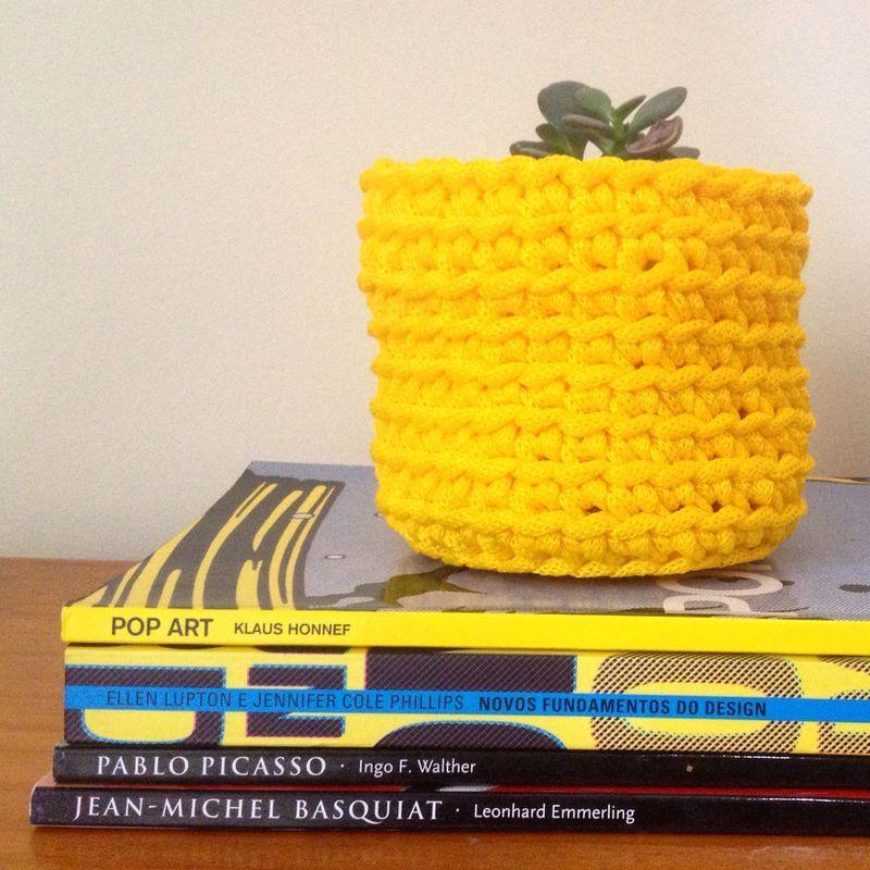 Croch cachepot nylon amarelo manmonumei croch pinterest para decorar ou organizar cantinhos especiais use como cachepot de plantas ou como porta coisas super multiusofeito mo com cadaro de nylon fandeluxe Choice Image
