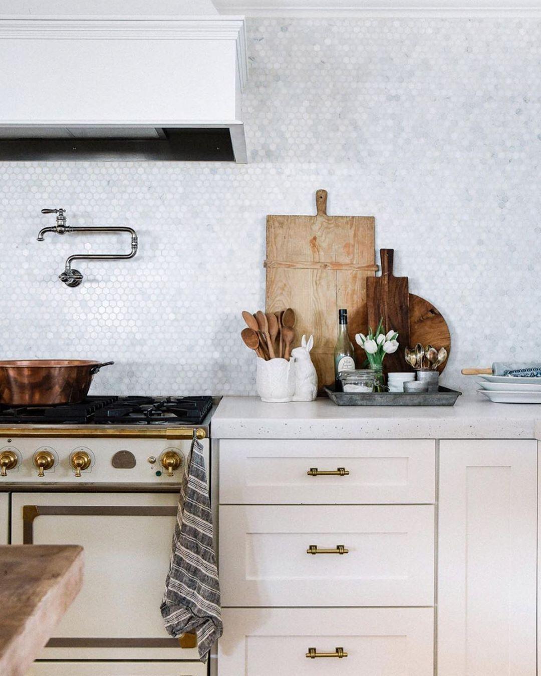 La Cornue On Instagram Partagez Du Bon Temps Et Un Bon Plat Cuisine Dans Un Four La Cornu Kitchen Countertop Decor Home Decor Kitchen Custom Kitchen Cabinets