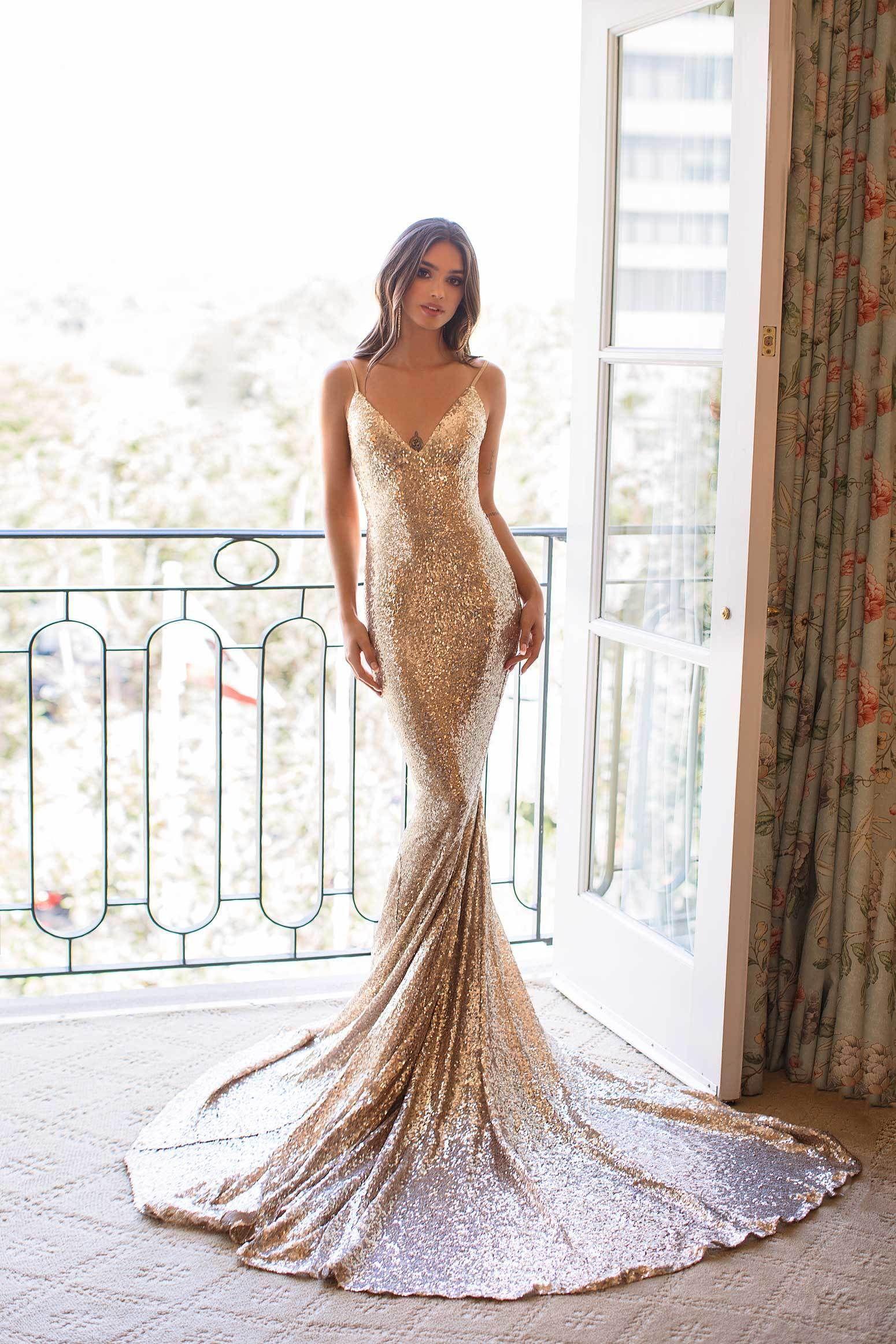 2e28b338 Yassmine Sequins Luxe - Rose Gold Dress with V Plunge Neckline Rain ...
