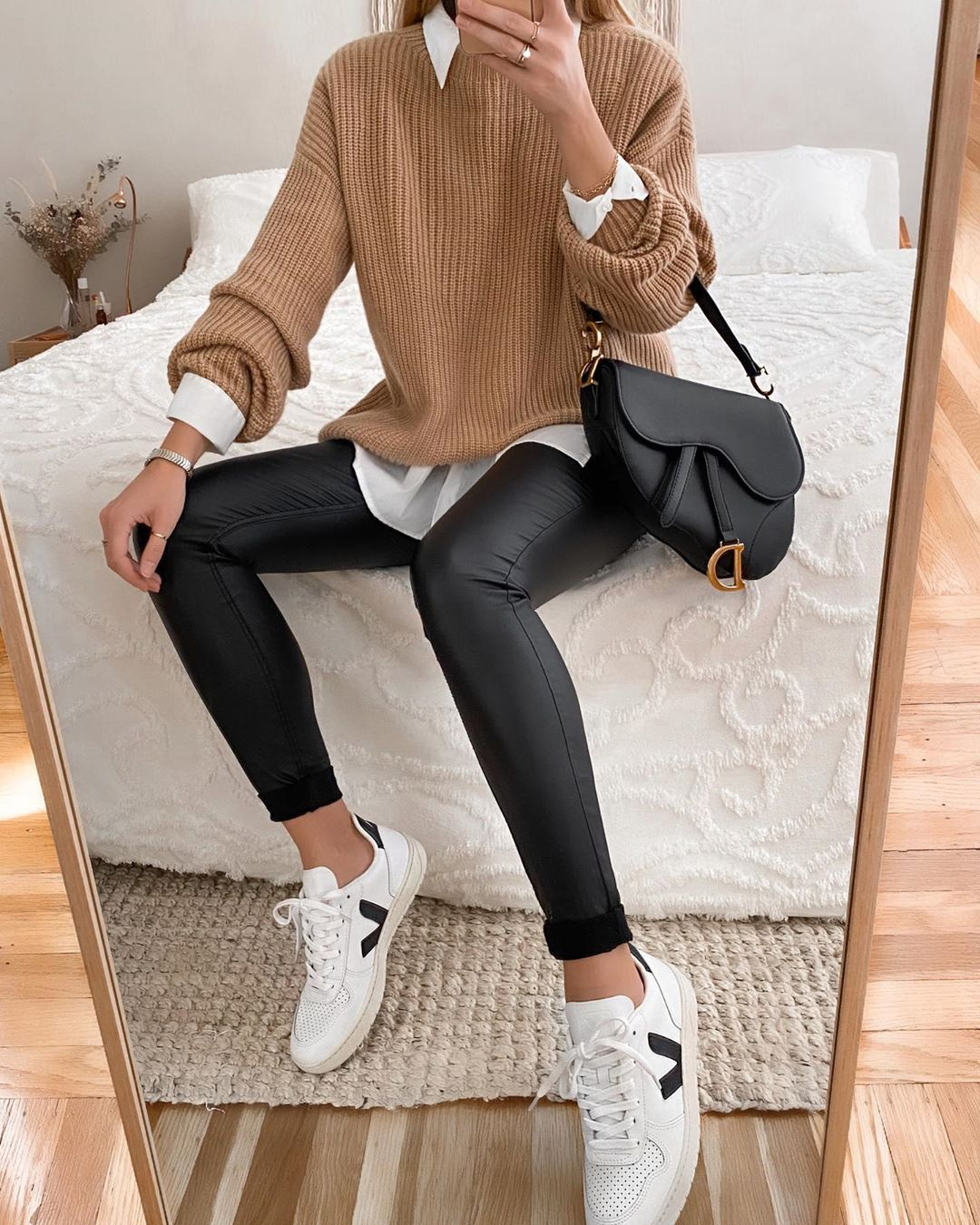 "Photo of LA NADIA • EVERYDAY STYLE on Instagram: ""? comfy my ??????? ???: I love to combine an oversized sweater or blazer to skinny jeans or leggings to kinda balance it out ⚖️…"""