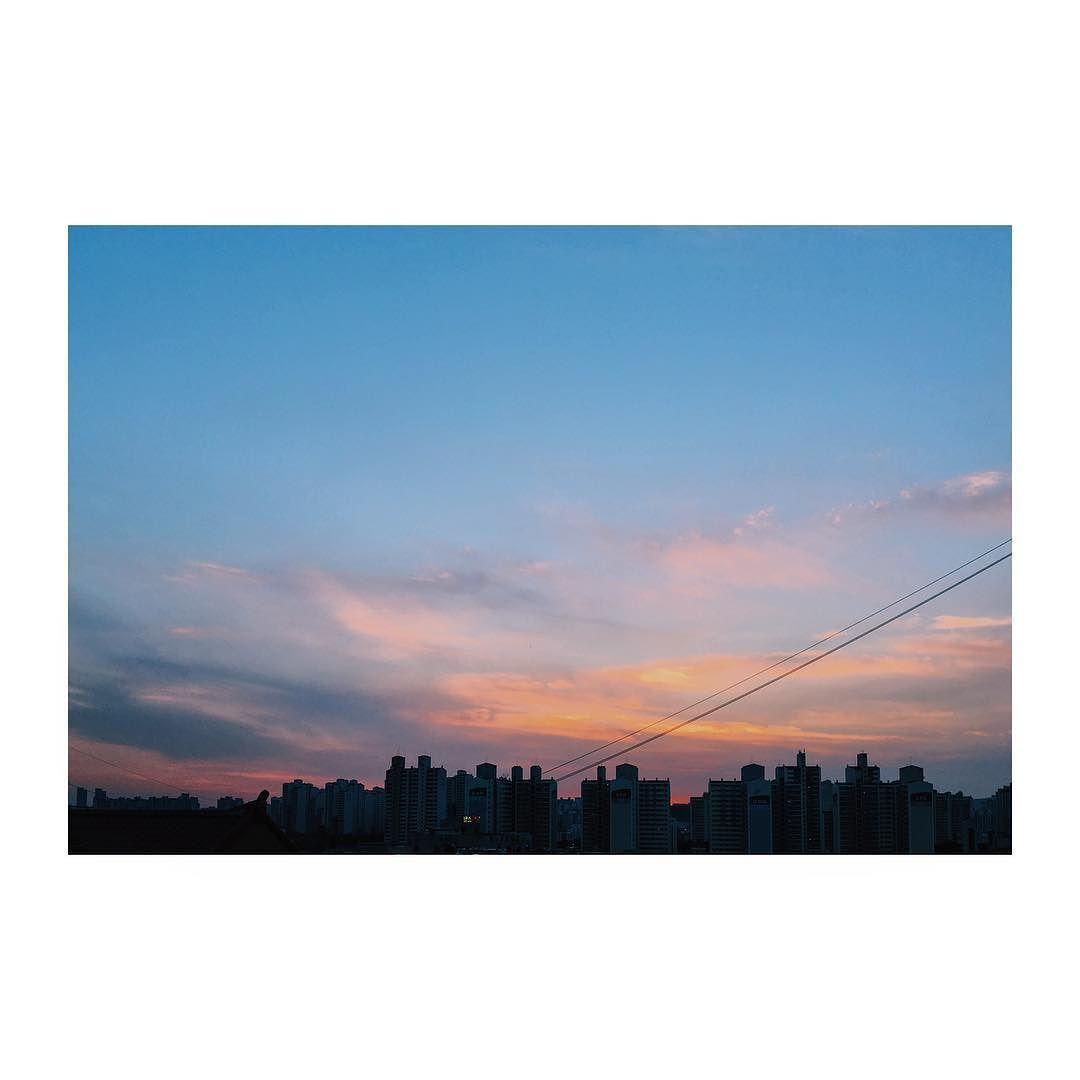 전깃줄 매우 거슬린다 #iphone6splus #iphone6s #하늘 #sky #면목동 #vsco #seoul #서울 #sunset #석양 #노을 #일몰