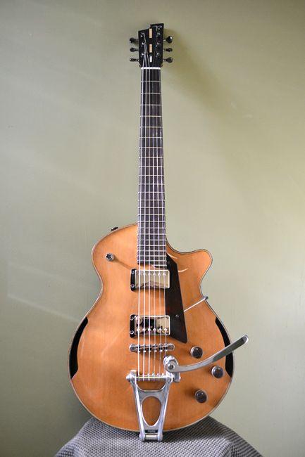 Beardsell Guitars Cedar Walnut 7E Small Body True Archtop Electric Guitar