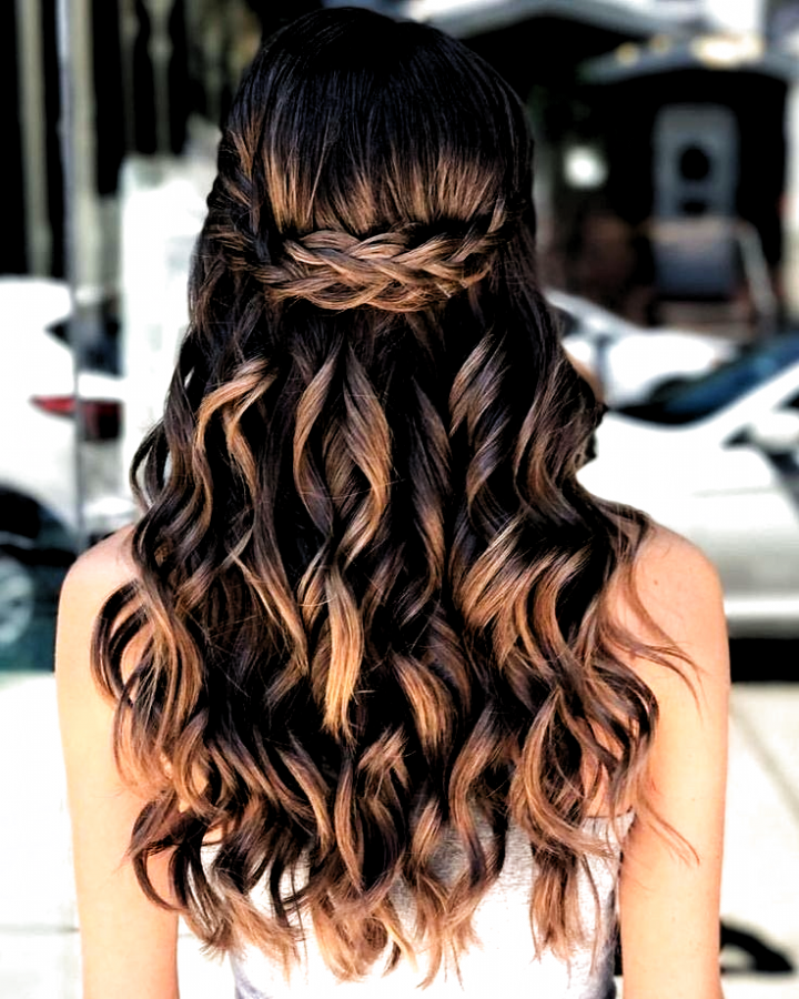 40 Pretty Prom Hairstyle Ideas For Curly Long Hair Curly Hair Hairstylesformenformal Ha Hai In 2020 Simple Prom Hair Prom Hairstyles For Long Hair Long Hair Updo