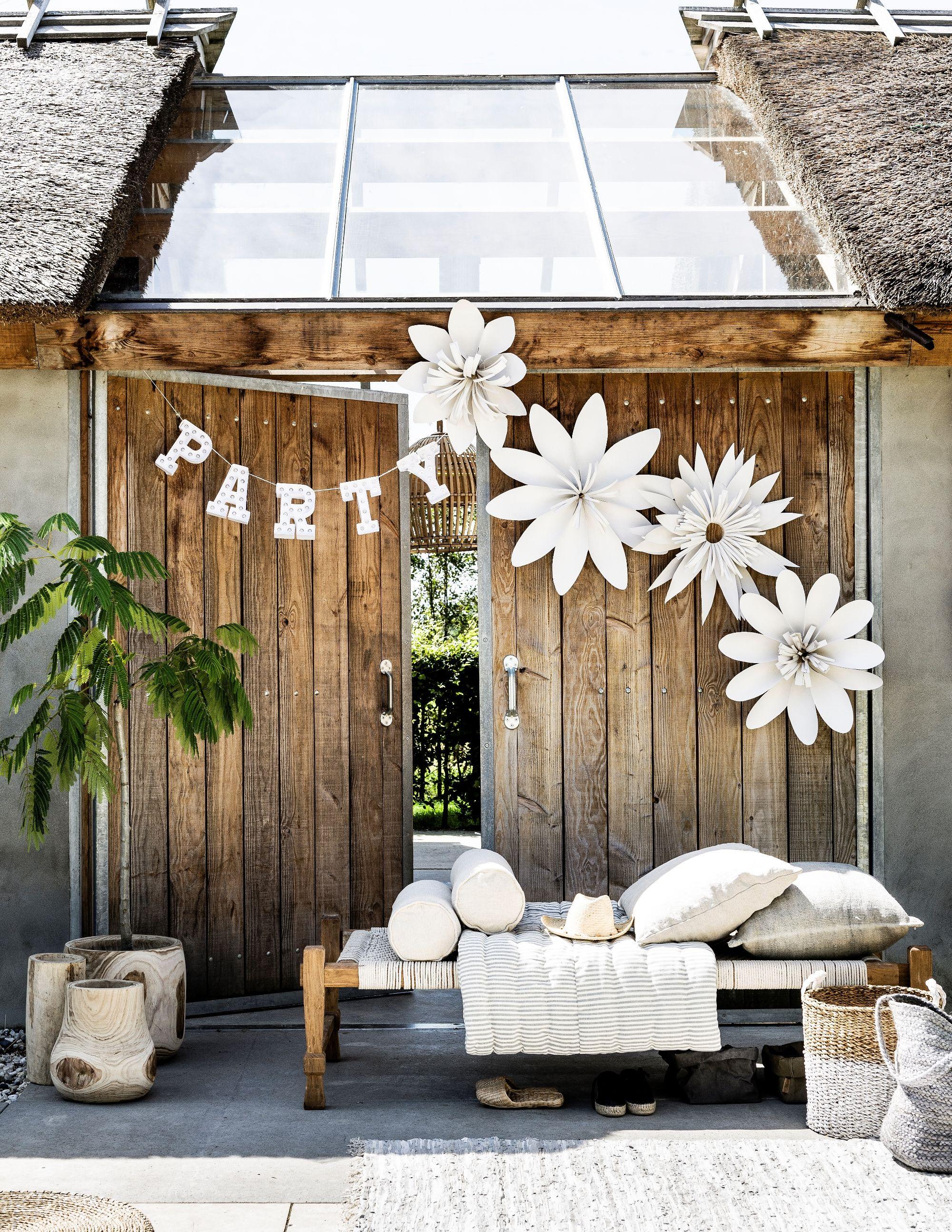 decoration for summer party | feestelijke bloemendecoratie | Photography Sjoerd Eickmans | Styling Gieke van Lon (humade.nl) and Lotte Dekker | vtwonen 05-2016