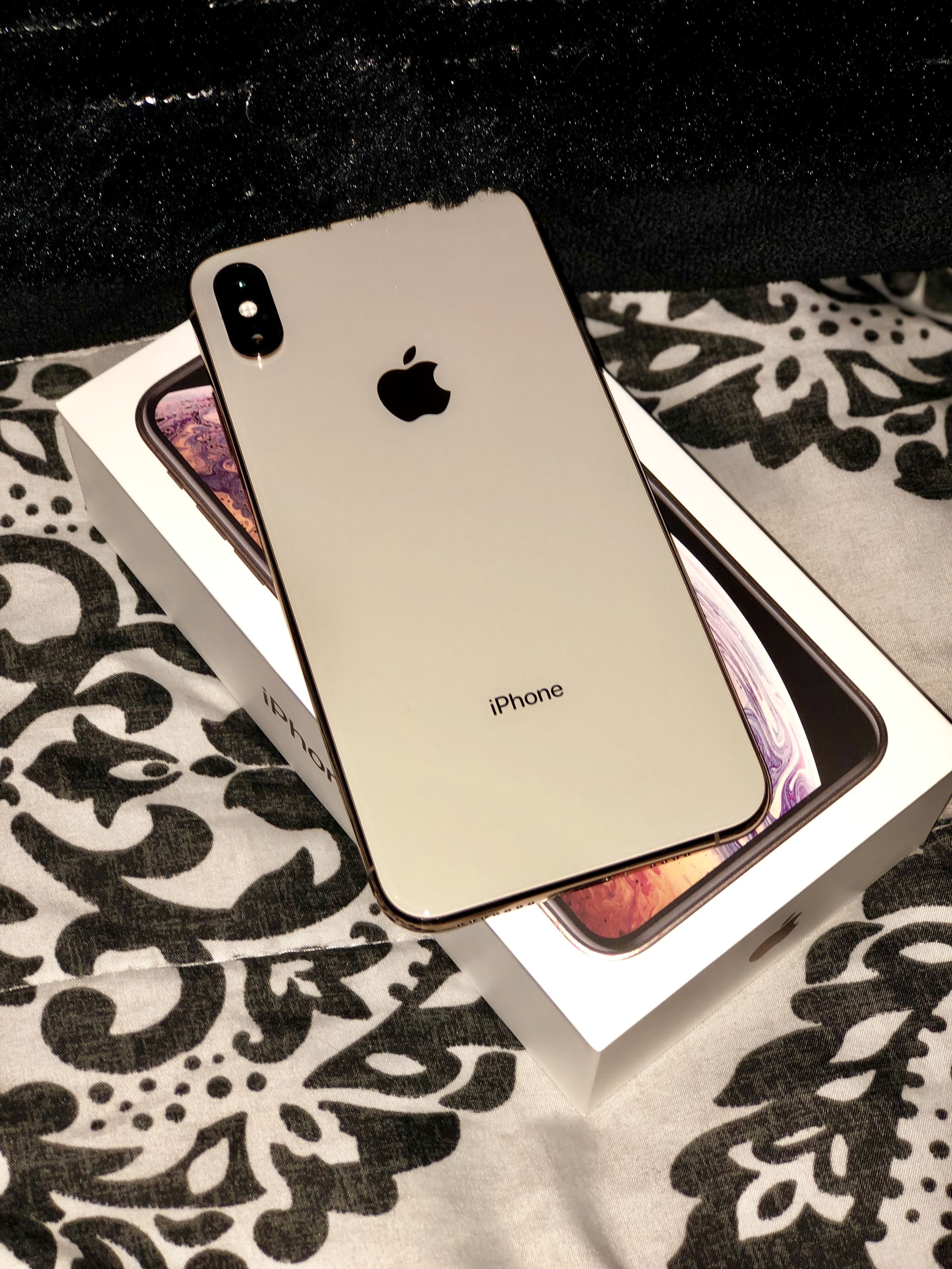 Iphone Xs Max Gold Iphone Apple Iphone Accessories Iphone
