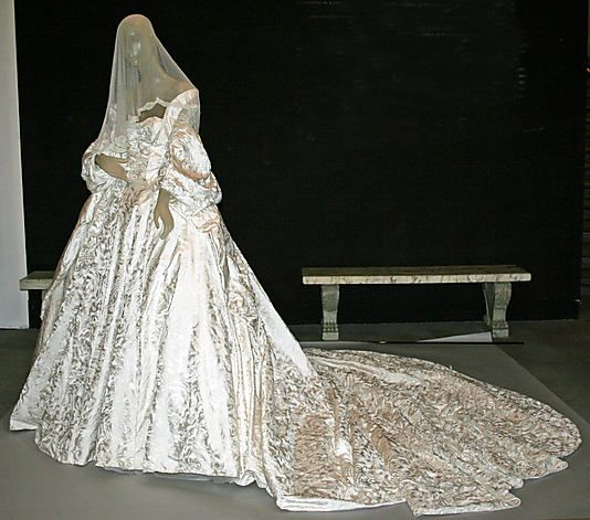 Olivier Theyskens, (Belgian, born 1977). House of Ricci, (French, founded 1932). Wedding ensemble, 2008. The Metropolitan Museum of Art, New York. Gift of Lauren Santo Domingo, 2009 (2009.326a–c)