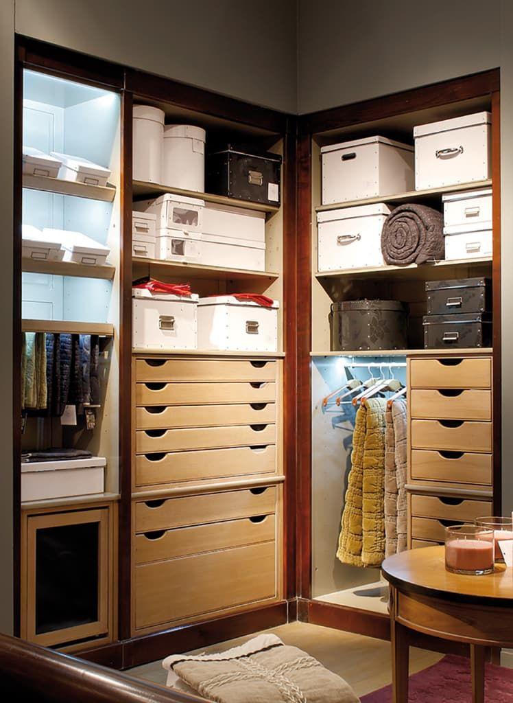 Busca imágenes de Vestidores y closets de estilo moderno en : . Encuentra las mejores fotos para inspirarte y crea tu hogar perfecto.