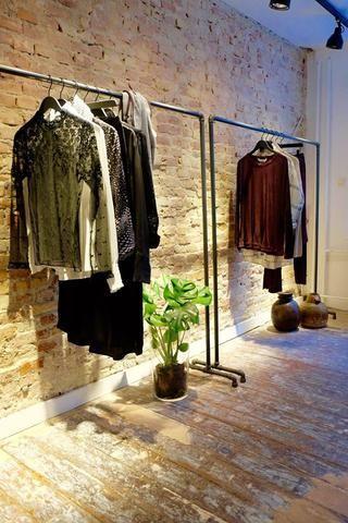 eb72ab069abe Lej stabile og rå tøjstativer til Copenhagen Fashion Week SS17 hos ...