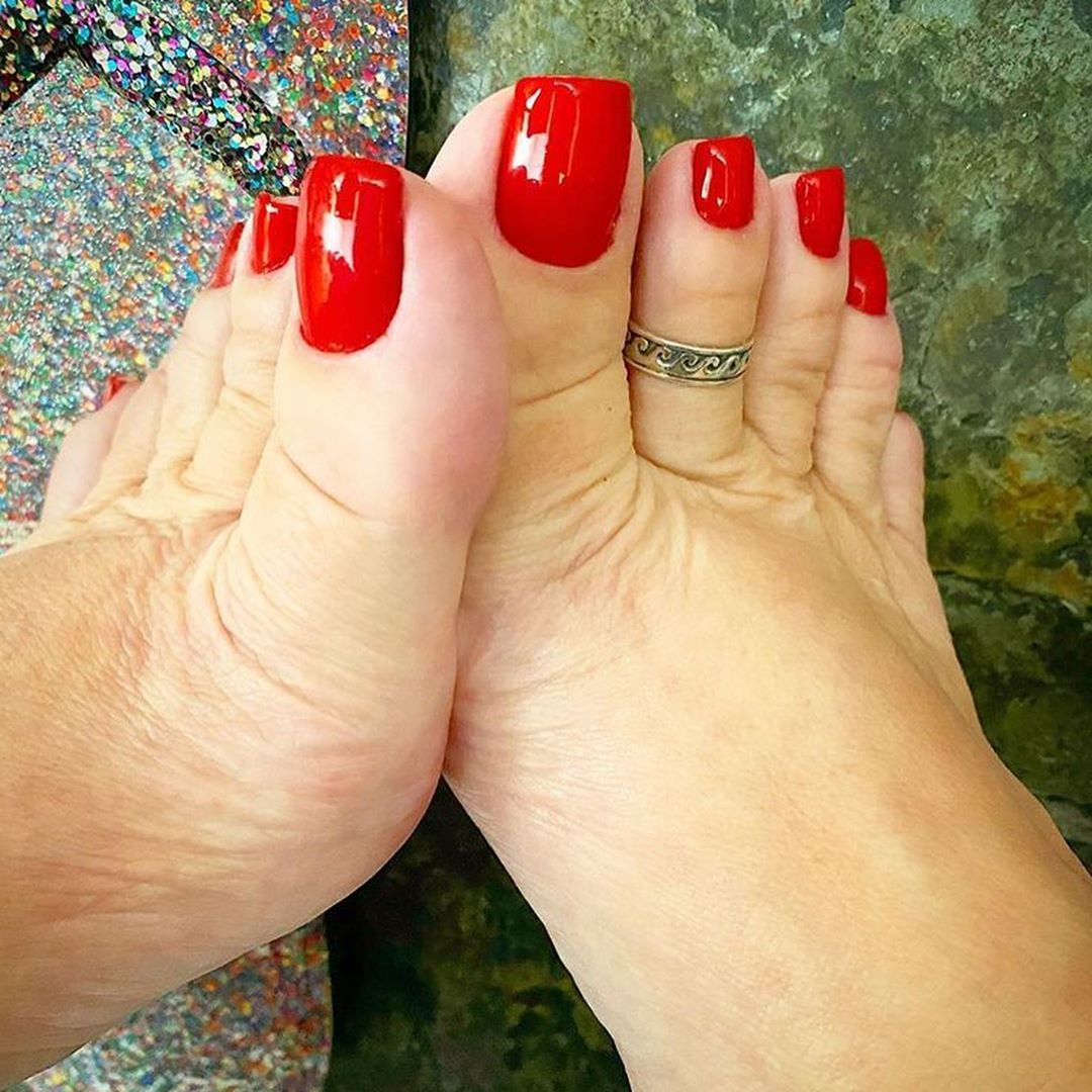 Pin by Taha Zafari on Long toenails in 2020   Pretty toe