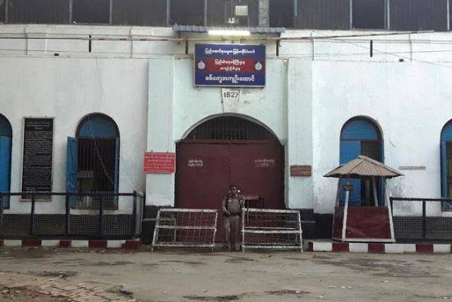 """Myanmar penjarakan anak 10 tahun  Penjara di Sittwe negara bagian Rakhine Myanmar (2/3/2017. Reuters)  Anak-anak berumur 10 tahun berada diantara tahanan Muslim Rohingya yang dituduh """"bekerja sama dengan pemberontak"""". Kabar ini diungkap oleh kantor berita Reuters berdasarkan laporan dokumen kepolisian. Tiga belas remaja berada diantara 400 lebih tahanan. Mereka dikirim ke tahanan luar penjara di fasilitas Penjaga Perbatasan Polisi (BGP) kota Buthidaung dengan keadaan tidak diborgol. Polisi…"""