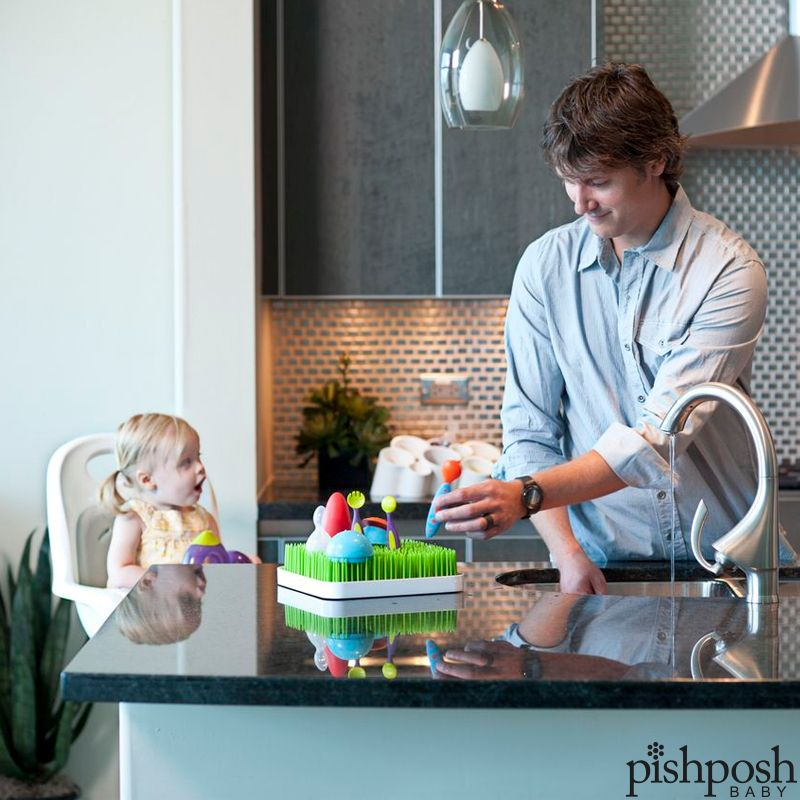 Boon Inc Grass + Twig hold all your baby accessories as they air dry on the flexible blades and branches. Water drains into the lower tray, where it's completely contained, and it looks as great as it is functional! Priced at $15.99. Shop our entire collection of Boon feeding!   http://www.pishposhbaby.com/boon-feeding.html
