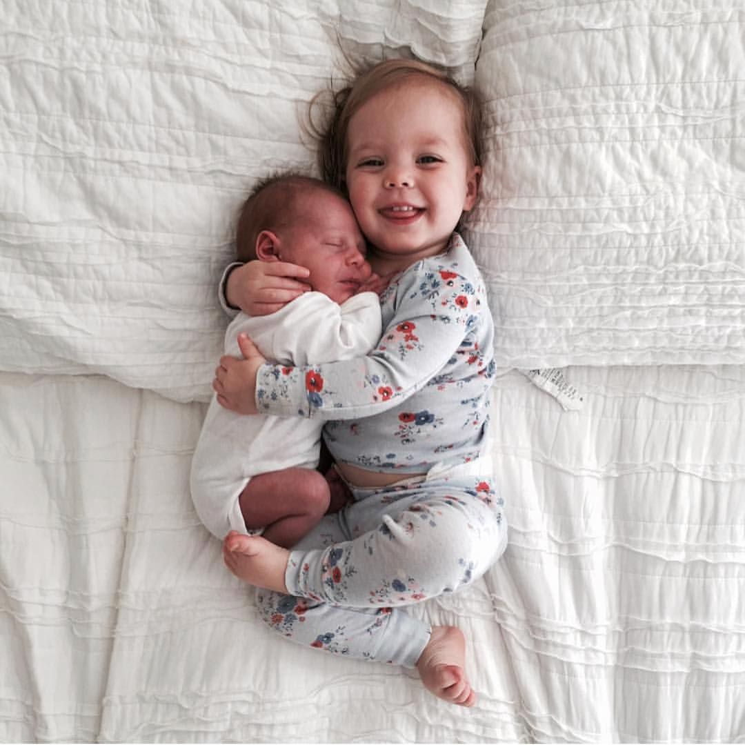 This Is Definitely The Cutest Thing You Will See All Day Need To Do This With Kate And Her Brother When He Arrives Baby Pictures Baby Photos Baby Photography