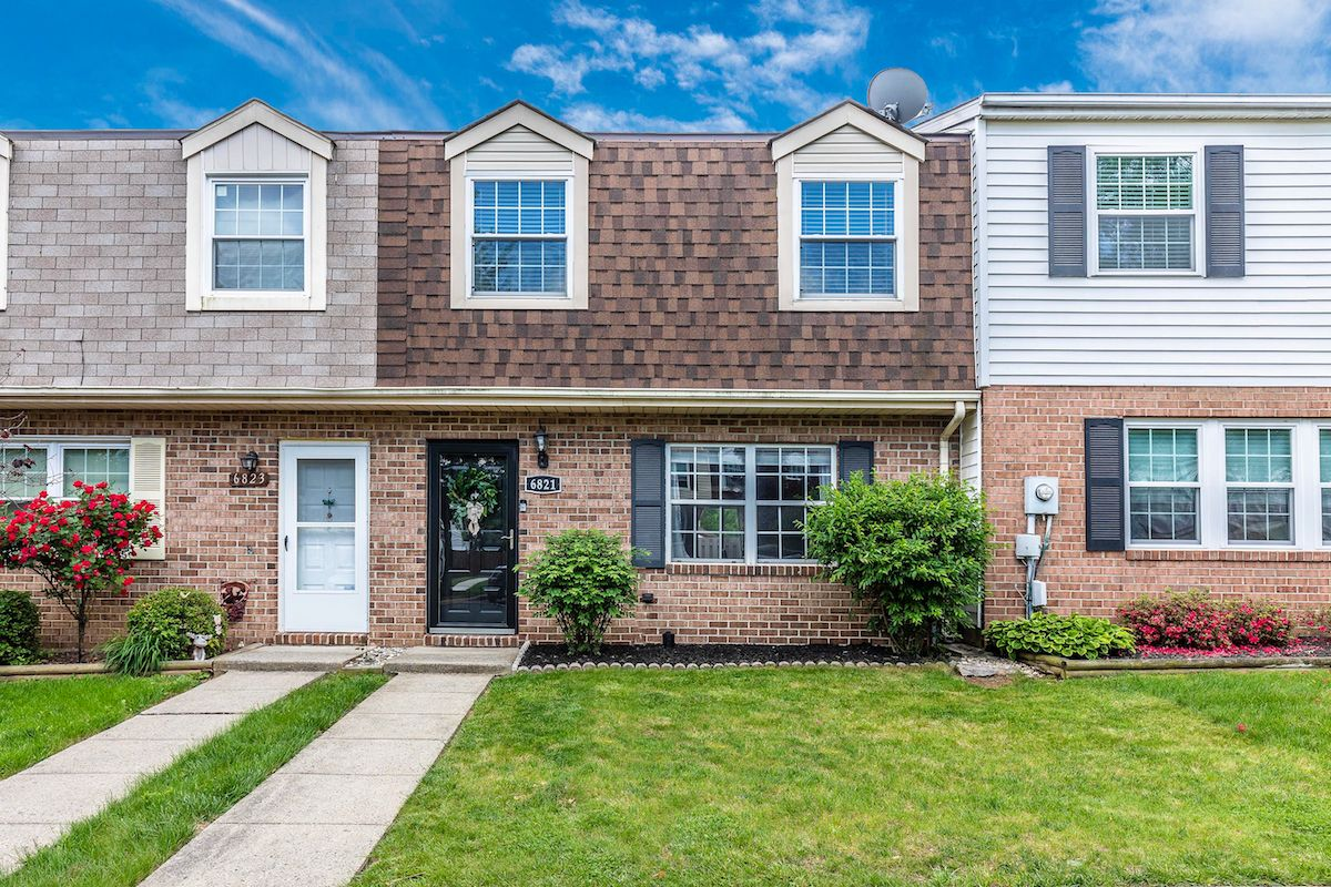 Michelle Hodos Of Long Foster Real Estate Just Listed 6821 Acacia Court Frederick Md 21703 Meticulously Maintaine Home Warranty Built In Storage Fresh Paint