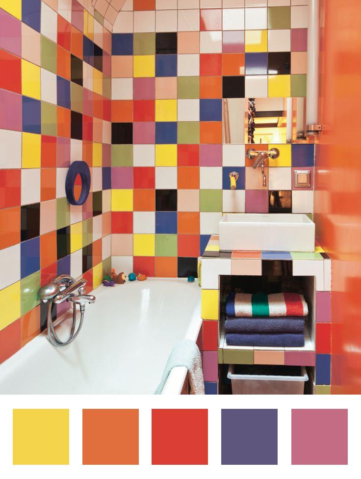 Une Salle De Bains Arlequin Carrelage Couleurs Ludique Enfants Coloris Deco Amenagement Bathroom Dccv Carreaux Multicolore Sdb Baignoire