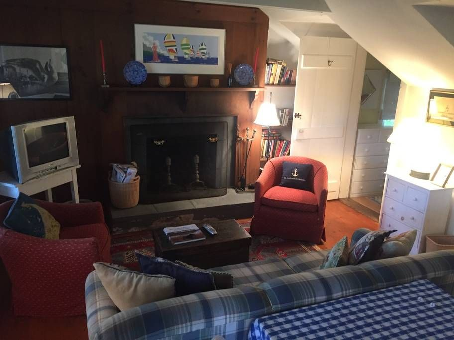 Cottage walking distance to town in Nantucket Home