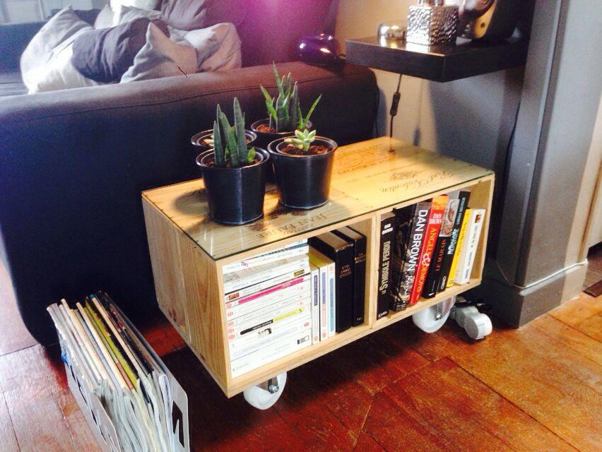 table basse en caisses de vin diy caisse a vin. Black Bedroom Furniture Sets. Home Design Ideas