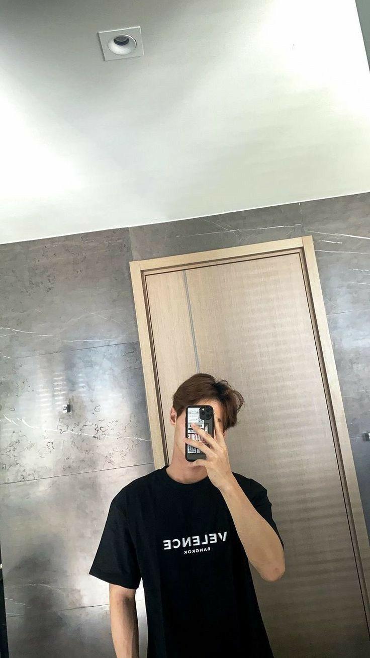 Selfies guy mirror 20 Reasons