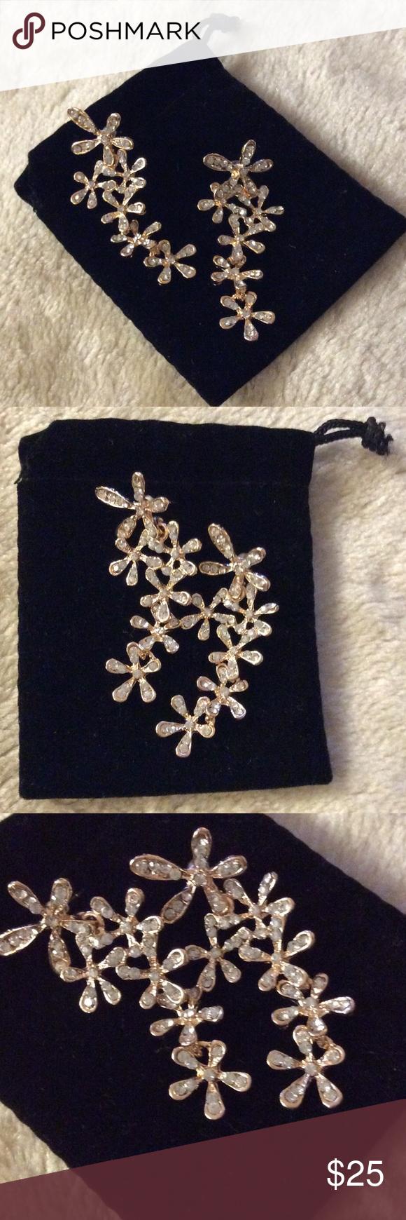 💞SNOWFLAKES earrings 💕rhinestone Chrystal dangle Jewelry earrings,New, never used Jewelry Earrings