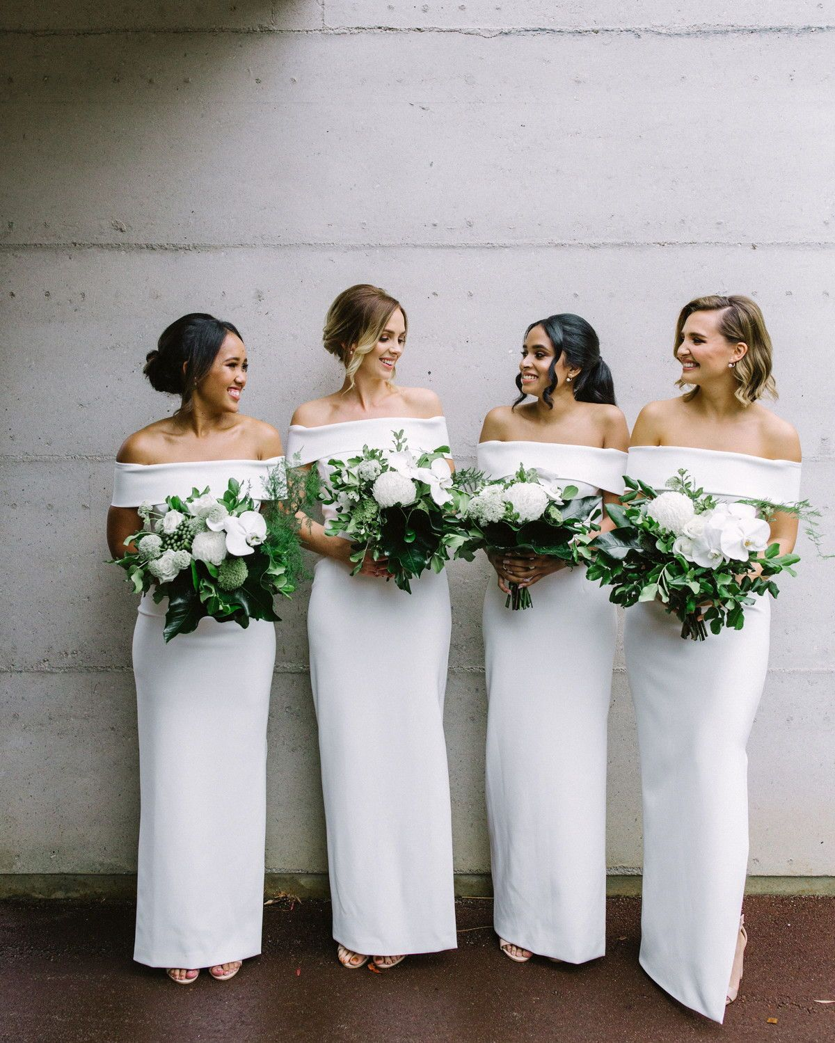 26 Chic Bridal Parties Wearing All White Dresses Bridesmaiddresses Allwhitebridemaiddresses White Bridesmaid Dresses Long Bridesmaid Dresses White Bridesmaid