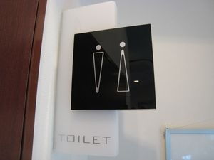 オシャレなトイレマーク いろんなトイレマーク Naver まとめ Toilet Sign Sign Design Pictograph