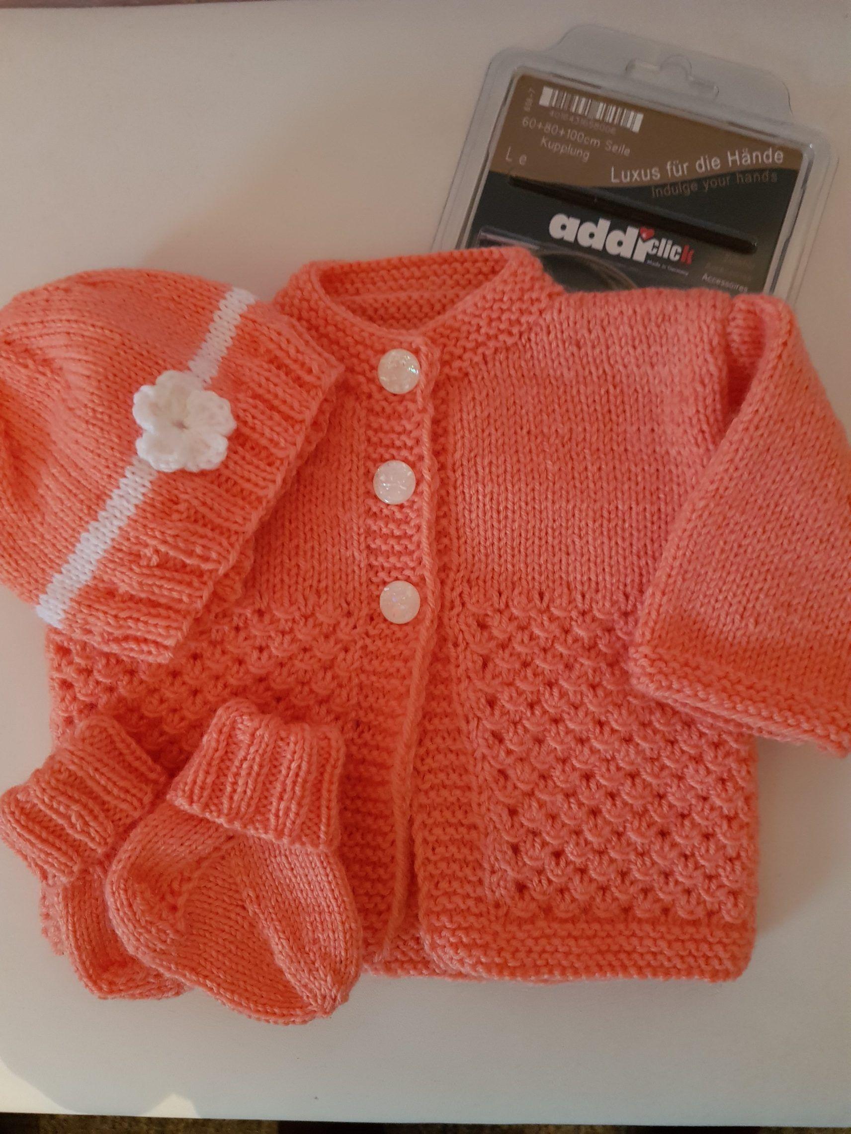 Photo of Babykleidung für ein Mädchen, das mit meinen Addi-Nadeln gestrickt wurde!