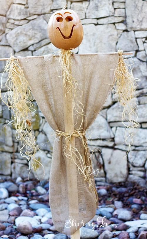DIY Halloween  DIY build a simple scarecrow DIY Halloween Decor - halloween scarecrow ideas