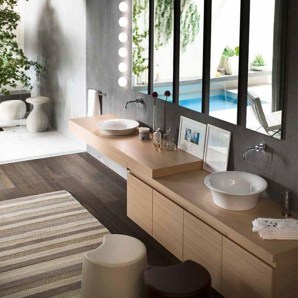 Salle de bain avec mitigeur mural Nobili de la collection Plus