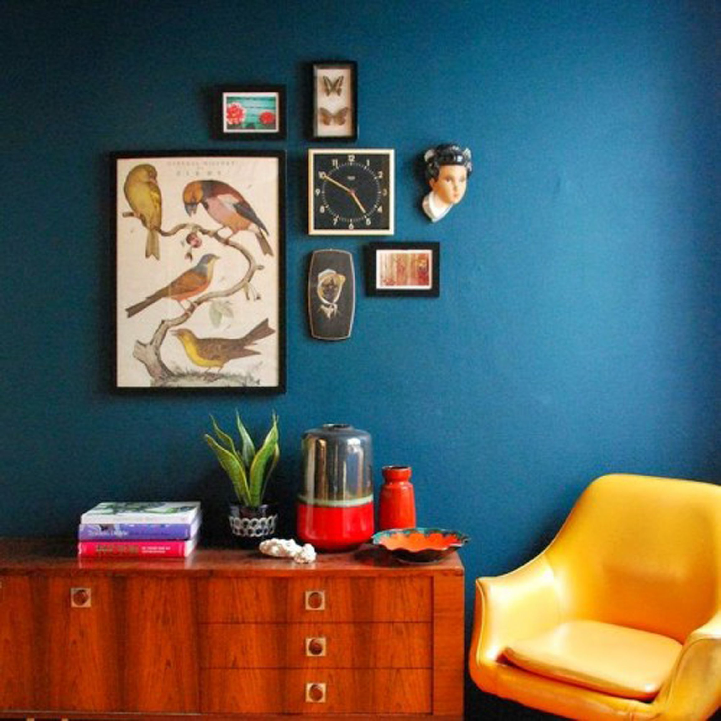 Decorating Navy Blue Wall Interior Decoratoin For Minimalist Room