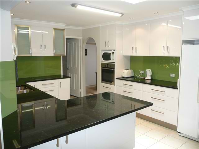 U shaped kitchen benefits efficient for a small medium or for Kitchen ideas no island