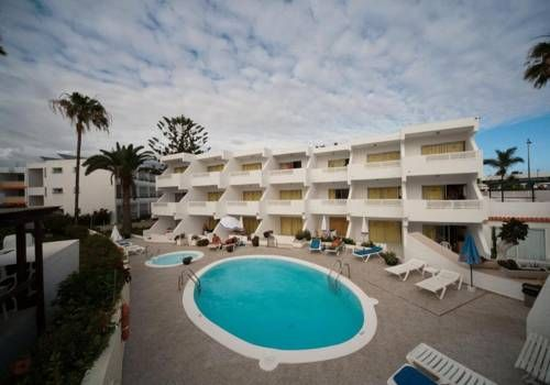Apartamentos Guatiza Playa del Inglés The Guatiza complex is less than 5 minutes' walk from Playa del Inglés Beach, in the south of Gran Canaria. It has a rooftop terrace with sea views.  Apartamentos Guatiza has 2 outdoor swimming pools, including one for children.