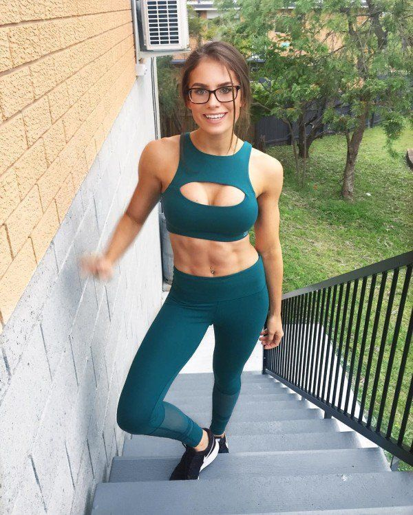 73e878c53d54e 2c83044273a6905d24ff1e0bea5e94c0 Get back in the game with some girls in sports  bras (30 Photos)