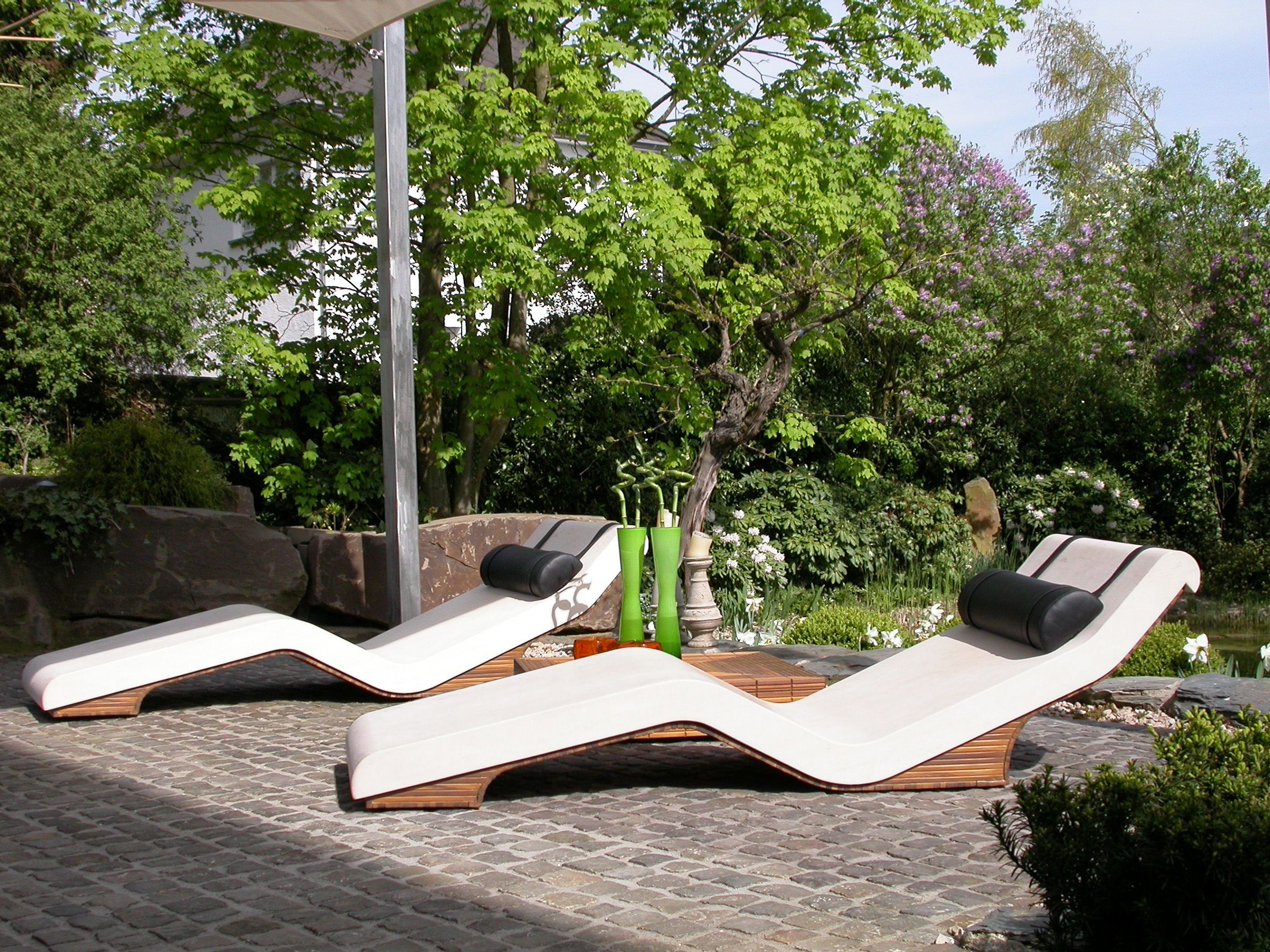 Luxury sun lounger from dealer in the uk leisurequip for Garden pool loungers