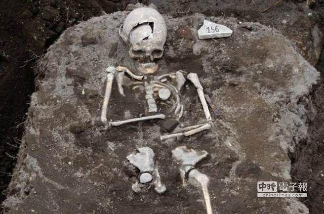 保加利亞挖掘吸血鬼墓穴 鐵釘穿心防復活