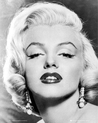 Google Image Result For Http Www Posterplanet Net Monroe Images Marilyn Monroe Classic Portrait Mini Poster Gbmp0762 Jpg 映画スター マリリンモンロー 有名人