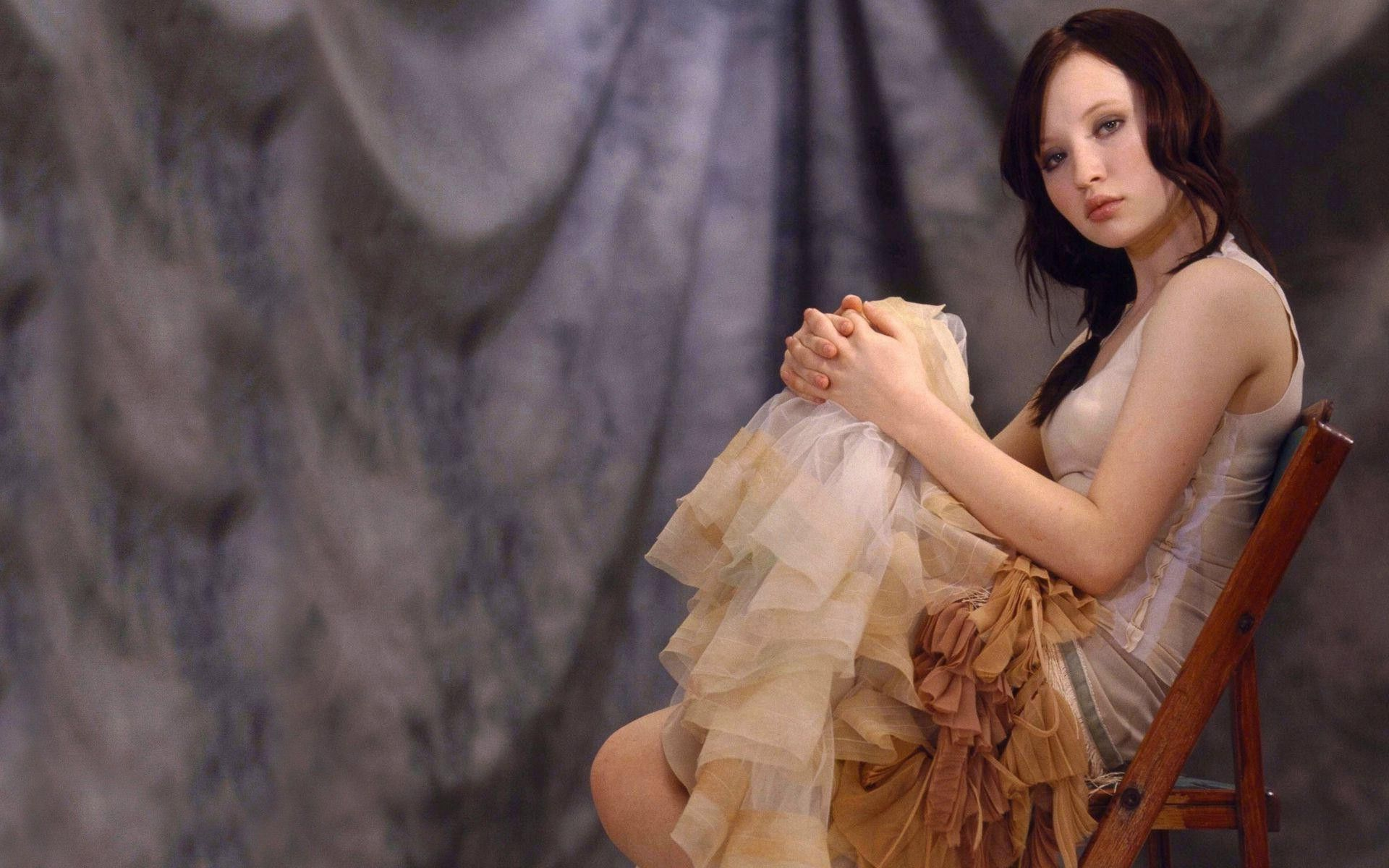 emily browning | emily browning wallpaper 1920x1200 | eccentric