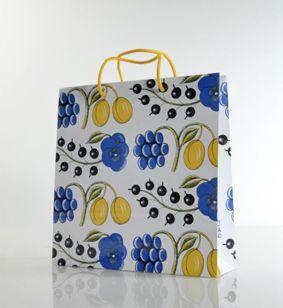 Birger Kaipiaisen Paratiisi toimii paperikassissakin!  Paratiisi, Birger Kaipiainen. Looks great in a paper carrier bag too!