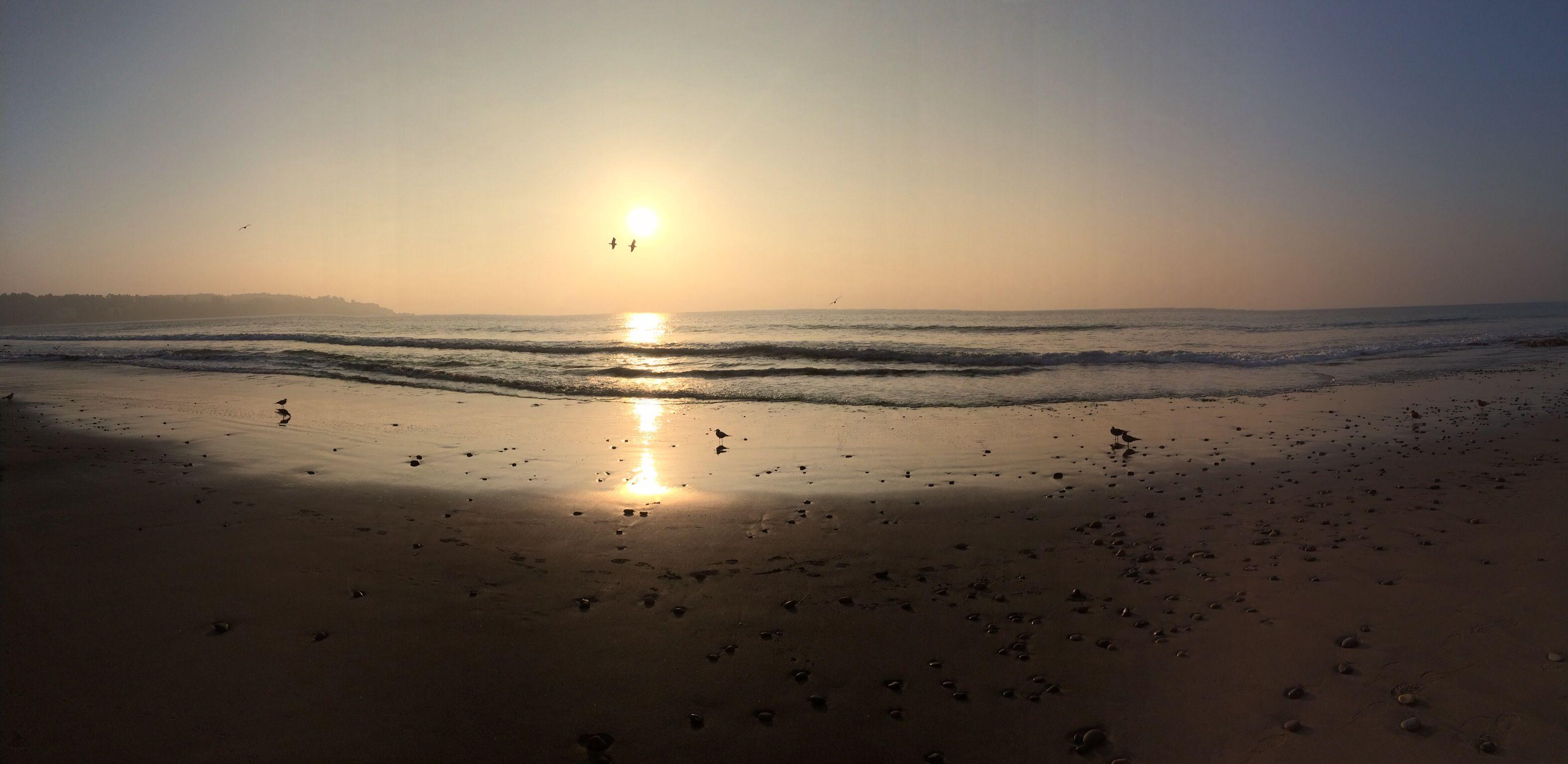 Atardecer invernal en la playa.