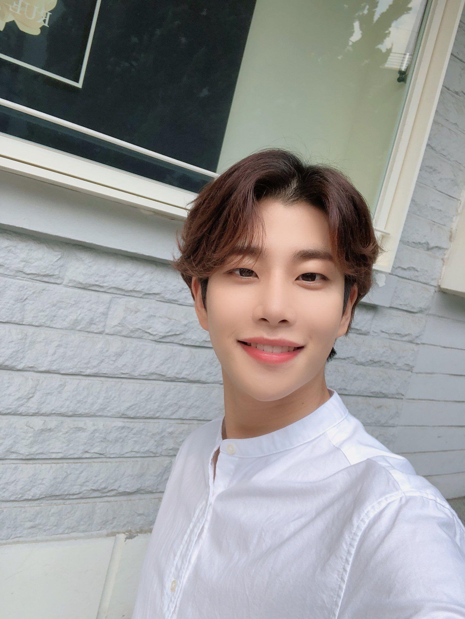 Astro Astrokpop Mj Mj Myungjun Kimmyungjun Selfie Selca
