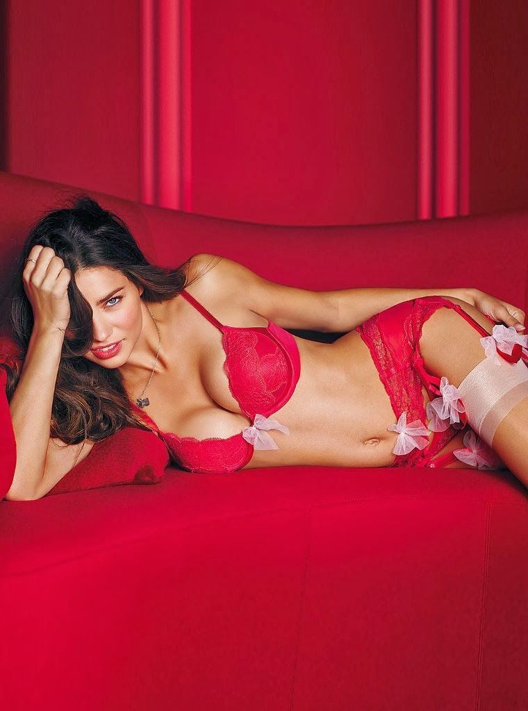 Victoria's secret angels share valentine's day tips for single girls