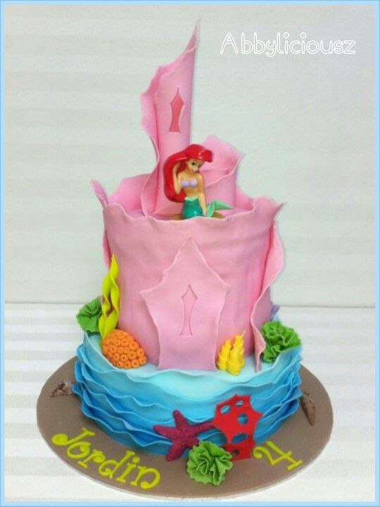 The Little Mermaid Cake With An Ariel Topper Bolos Inantis