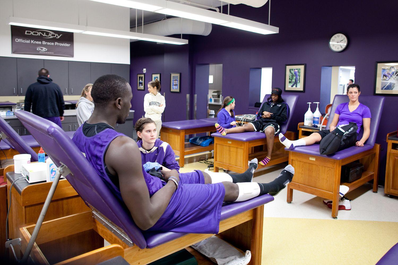 Student Athletes In The Uw Athletics Training Room