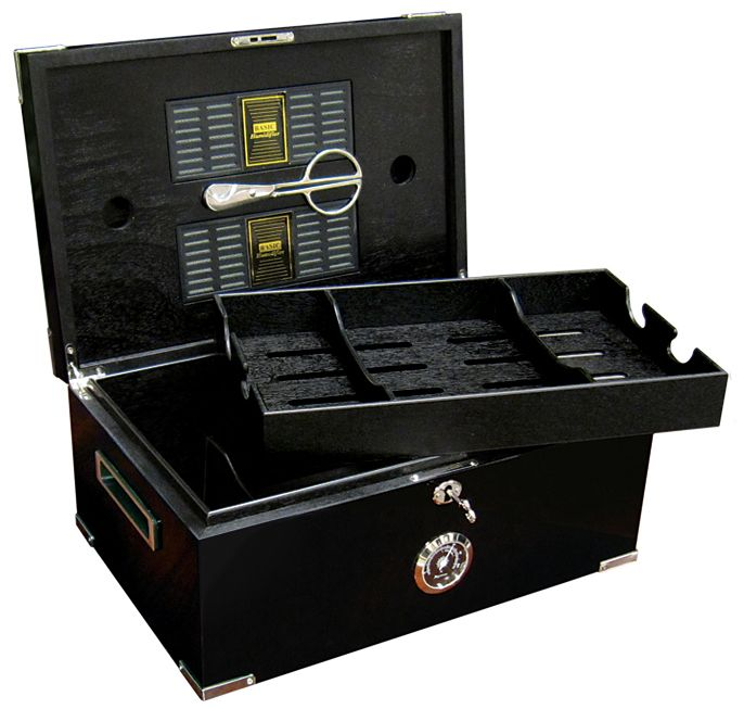 Dakota Humidor holds 120 cigars. Complete with Scissor cutters. What a great gift for that special someone!