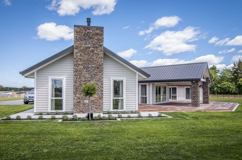Traditional country home | James Hardie Linea Weatherboard ...
