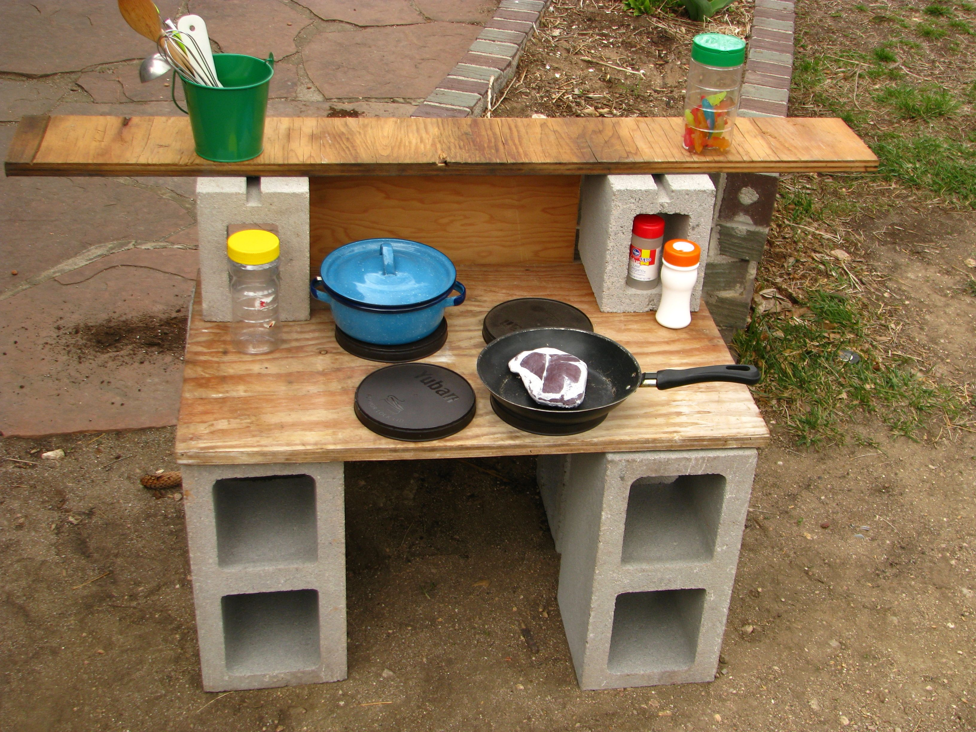 Cinder Block Magic A Movable Outdoor Kitchen Made Of Inexpensive Materials Mud Kitchen For Kids Outdoor Play Kitchen Playground Backyard Diy