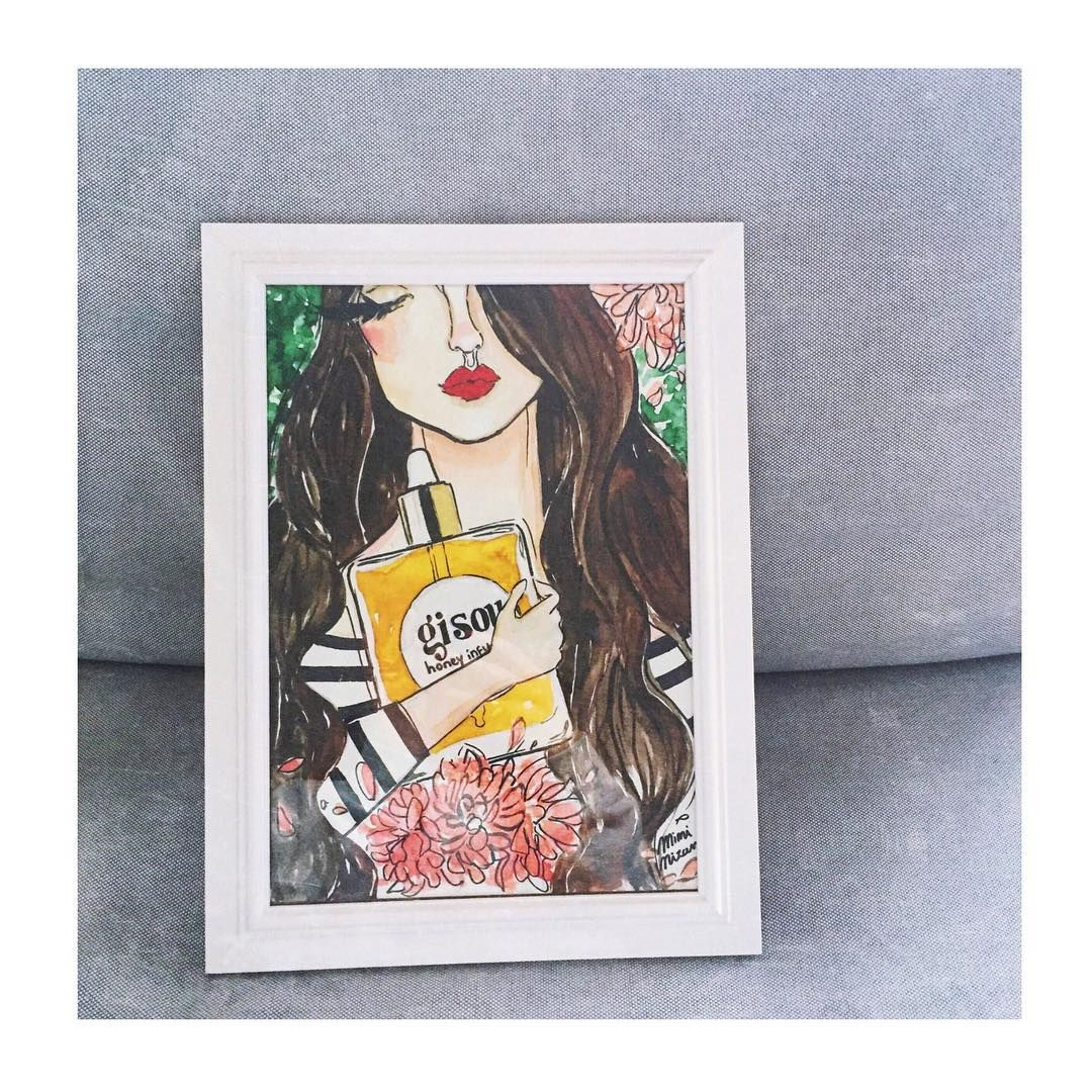 @negin_mirsalehi holding her baby that she's know since she was little. Thank you @miminizan for this piece of art.