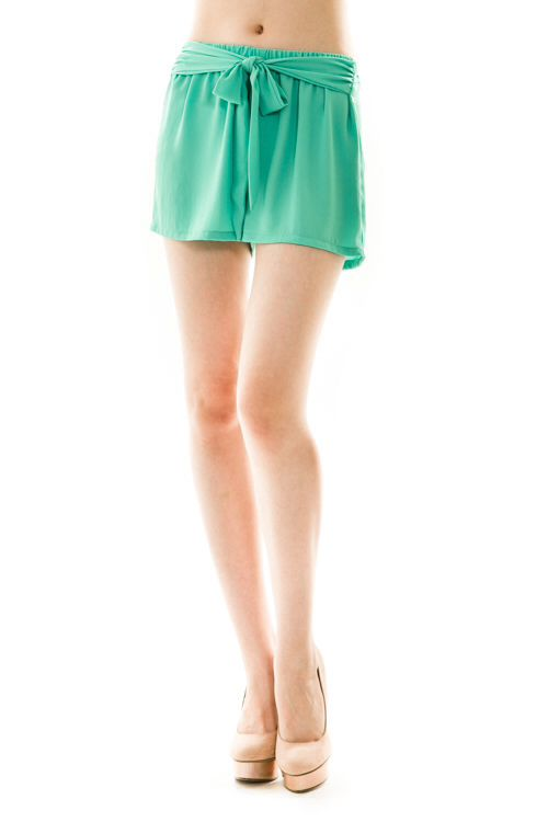 www.OceanAvenueBoutique.com free shipping in the US #shorts #green #spring