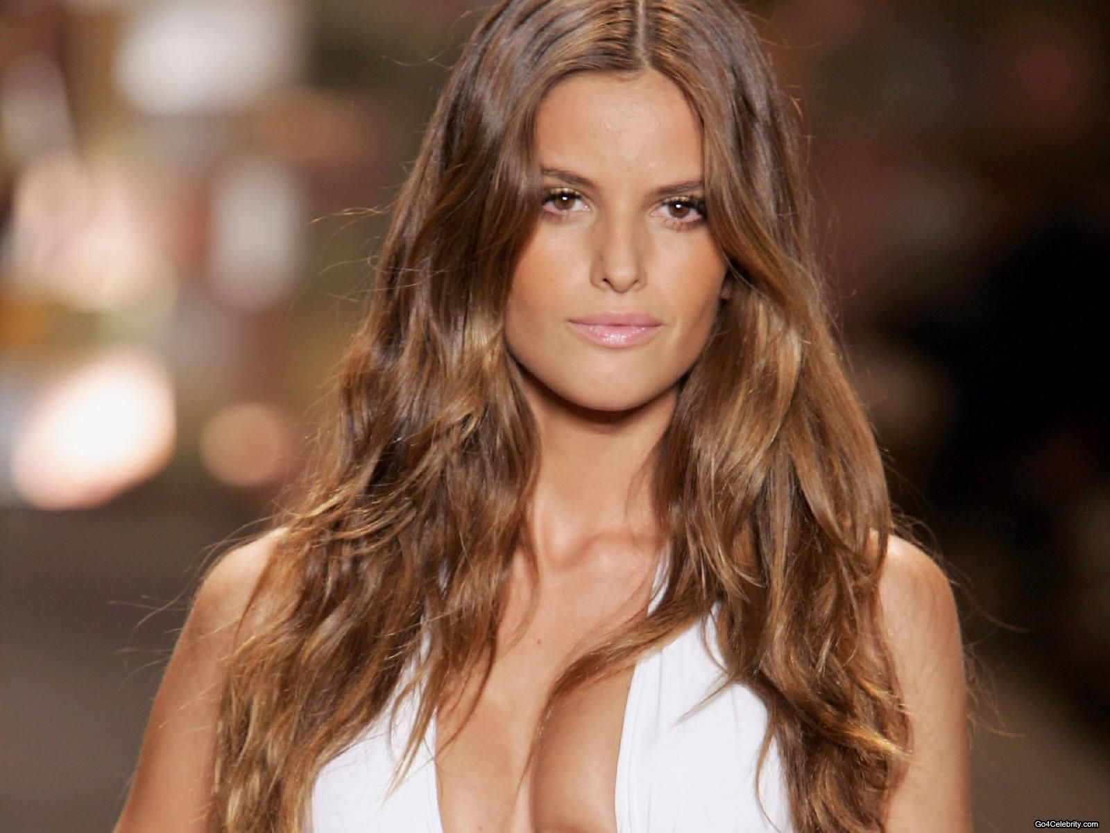 There She Is With The Perfect Hair Colour Again Izabel Goulart