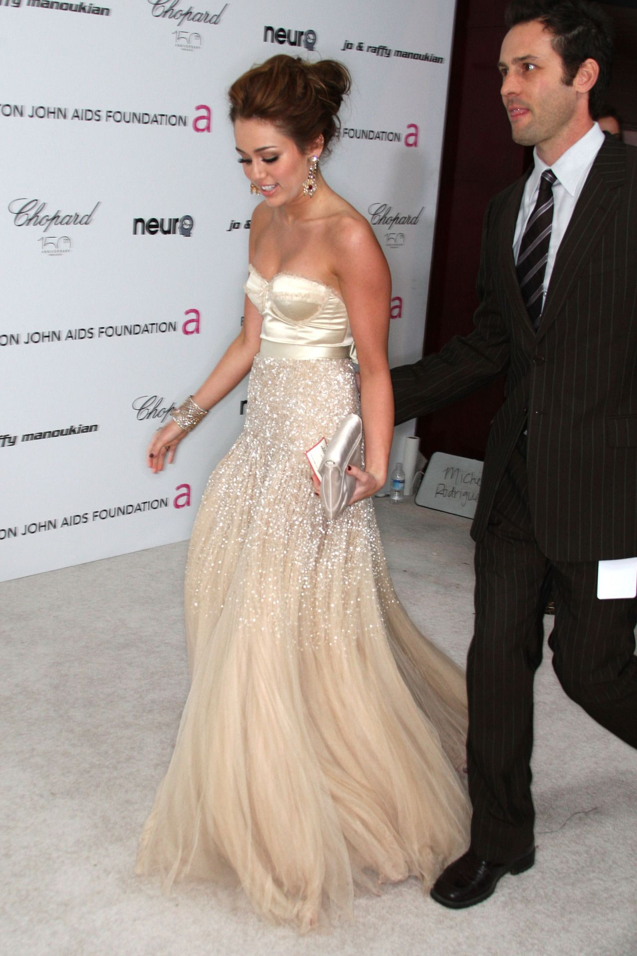 This dress is freakin gorgeous and I hate that celebrities get to ...
